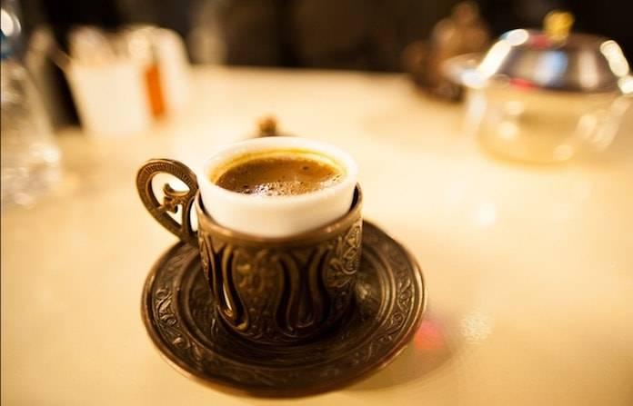 Türk Kahvesi İle Saç Rengini Koyulaştırın