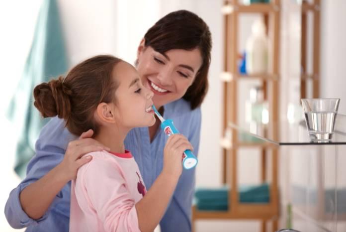 Çocuğa diş fırçalama eğitimi nasıl verilir?