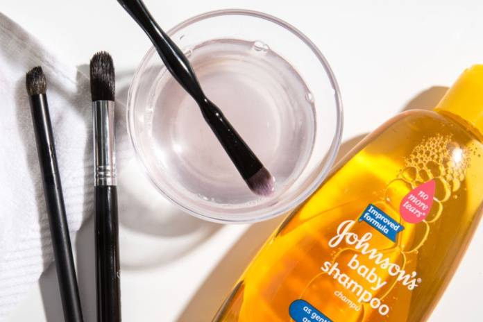 Makyaj fırçası temizleme