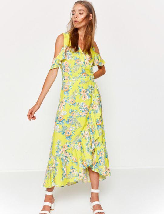 af4b720579a10 2018 yaz çiçekli elbise modelleri arasından en çok tulum tarzındaki modeller  ilgi görmektedir. Hem şık hem rahat olan bu modeller ile yazın en moda ...